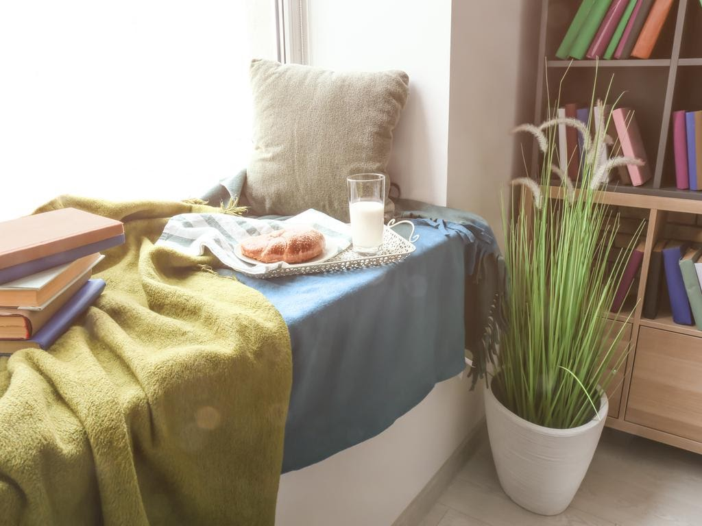 QUICK TIPS FOR BUILDING A COZY BOOK NOOK